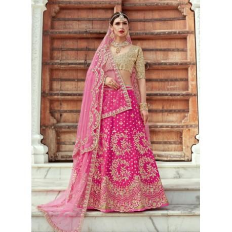 индийский костюм ленга чоли ярко розового цвета с вышивкой золотом