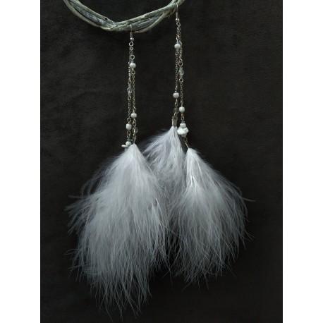 серьги ручной работы с белыми перьями